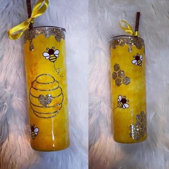 - Honeycomb honey 🐝